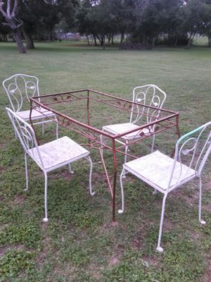 Unfinished project Metal table with metal chairs don't have the time to finish it for Sale in Von Ormy, TX