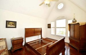 Beautiful Wooden Texan Style Queen Bedroom Set for Sale in Katy, TX