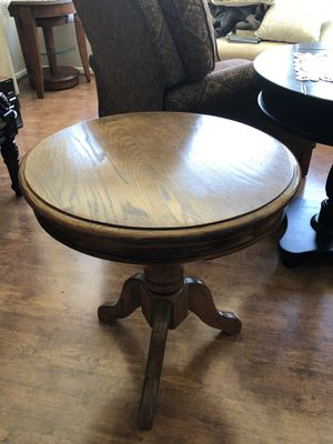 table oak end table for Sale in Tustin, CA