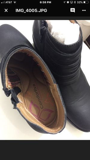 Black women's boots size 6 for Sale in Austin, TX