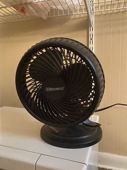 Holmes Lil' Blizzard Oscillating Table Fan for Sale in Pittsburgh,  PA