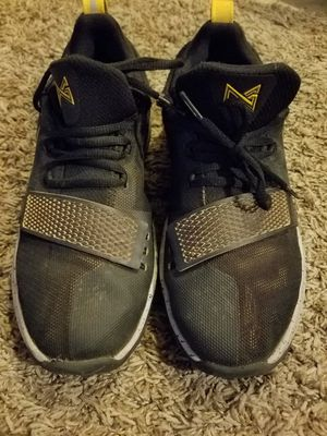 Boys Nike Shoes Sz 7Y for Sale in Brookfield, WI