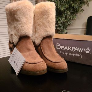 Bearpaw Snowboots Size 6 for Sale in Seabrook, TX