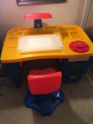 Little Tikes Kids Desk with lamp! for Sale in San Diego, CA