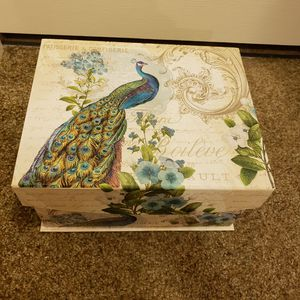Beautiful Accent Decor Storage box for Sale in Honolulu, HI
