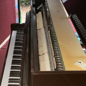 1966 Brentwood Upright Piano (like New ) for Sale in West Columbia, SC