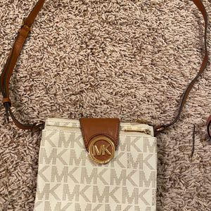 Michael Kors Crossbody for Sale in Troutdale, OR