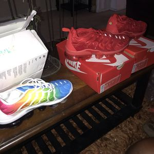 Nike VaporMaxs for Sale in Victorville, CA