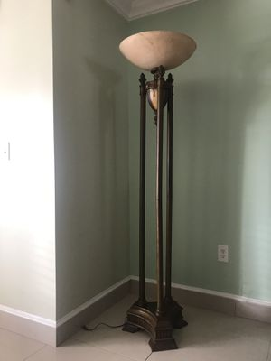 Flor lamp for Sale in Hialeah, FL