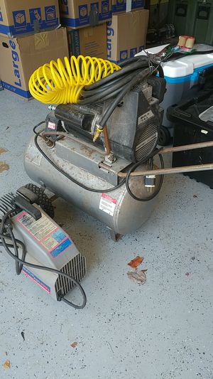 2 air compressors 1 3.5 gallon 1 3/4 horse power for Sale in Lacey, WA