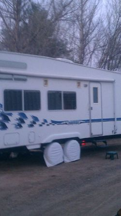 2001 Weekend warrior Fifth wheel toy hauler for Sale in Fontana,  CA