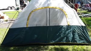 tent sleeps 8 used 1 time has rain cover for Sale in Slidell, LA