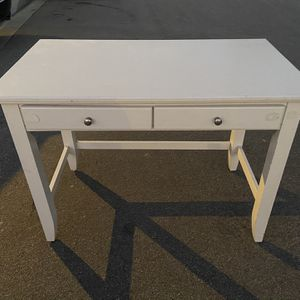 Kids Desk for Sale in Tustin, CA