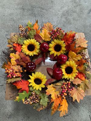 BESTTRENDY Fall Wreath, 20Inch Artificial Fall Wreath for Front Door Fall Wreath Decor Autumn Harvest Wreath with Pumpkins,Maple Leaf for Halloween/E for Sale in Hacienda Heights, CA