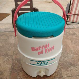 Vintage Igloo Drink Cooler for Sale in Moreno Valley, CA
