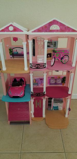 Casa de Barbie, buen estado, solo necesita limpieza, Incluye Carro y Bicicleta for Sale in Homestead, FL