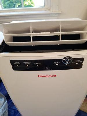Honeywell's Portable ac/dehumidifier for Sale in Ashland, MA