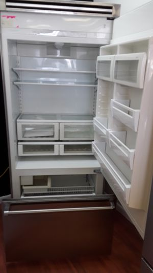 """Viking 36"""" refrigerator brand new of the box floore sample for Sale in Oakland Park, FL"""