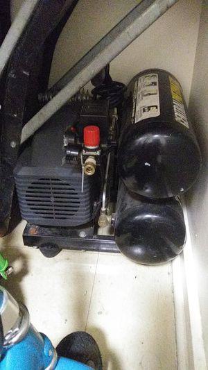 Compressor 125psi con pistola de conpasto for Sale in Pawtucket, RI