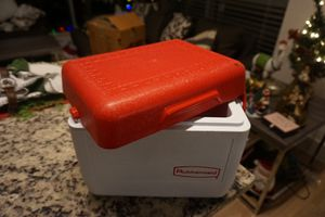 Rubbermaid lunch cooler for Sale in Washington, DC
