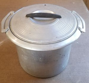 West Bend aluminum deep well pot hard to find for Sale in Three Rivers, MI