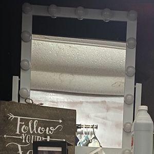 Makeup Vanity Mirror $50 for Sale in Redlands, CA