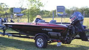 99 straits vindicator 273. 16ft bass boat great condition runs amazing for Sale in East Wenatchee, WA