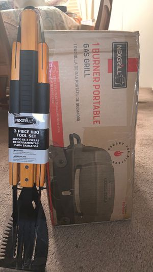 Nexgrill 1 burner portable gas grill (Free 3 piece BBQ tool set included) for Sale in Tampa, FL