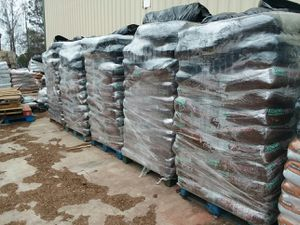 premium mulch delivered and installed for Sale in Johns Creek, GA