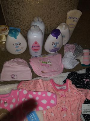 New born baby clothes,locations, hats, socks,bibs and more.. for Sale in Benbrook, TX