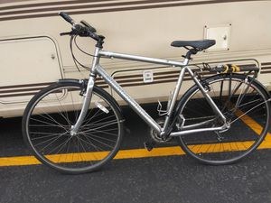 Diamondback 24 speed Road Bike w/ rain fenders and rack for Sale in Portland, OR