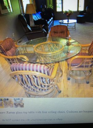 "Lane Venture 48"" round glass topped Rattan Table for Sale in Pequot Lakes, MN"
