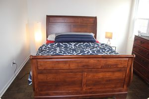 Queen Bed + Dresser for Sale in Chicago, IL