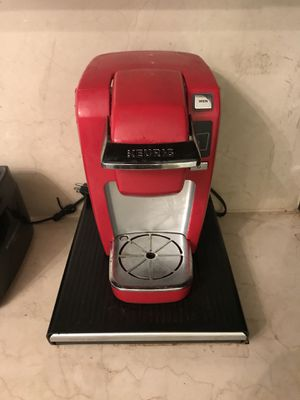 keurig coffee machine - red for Sale in New York, NY