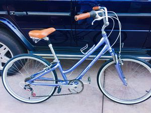 """Giant suede women's hybrid comfort bike. 15"""" frame. Like new condition for Sale in Fremont, CA"""