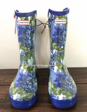 Brand New Hunter for Target Kid Tall Rain Boots in Patterned Blue Sz 3,4 &5 for Sale in West Covina, CA
