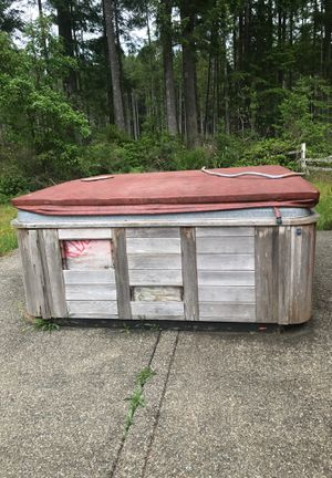 Free Hot Tub for Sale in Port Orchard, WA
