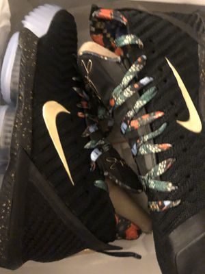 """LEBRON 16s """"Watch The Throne"""" SIZE 10 for Sale in Silver Spring, MD"""
