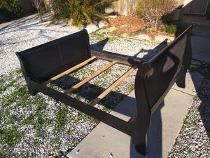 Queen bed frame for Sale in Victorville, CA