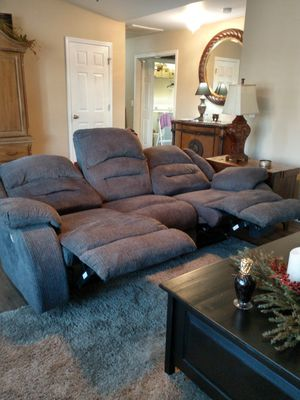 Recliner sofa for Sale in Kernersville, NC