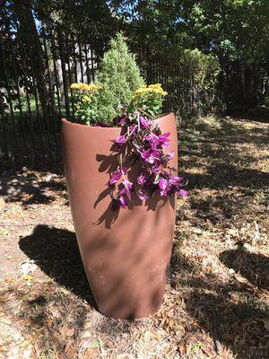Copper color, 3 ft 6 inches tall, fiberglass planter for Sale in Grand Prairie, TX