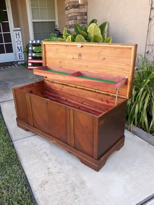 """VINTAGE """"LANE FURNITURE"""" CEDAR HOPE CHEST / TOY CHEST / BLANKET / LOVE CHEST (NO KEY) 47""""W × 18""""D × 21""""H for Sale in Corona, CA"""