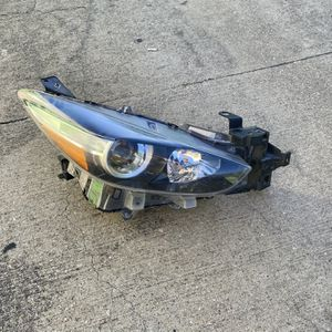 2016 Mazda 3 RH headlights OEM for Sale in Dallas, TX