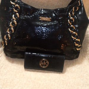 Authentic Michael Kors Hobbo Bag With Wallet for Sale in Buena Park, CA