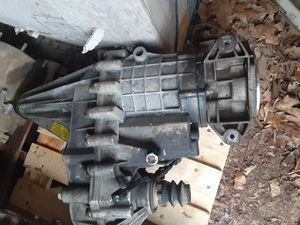 99-02 gmc serria Chevrolet Silverado 4X4 MANUAL TRANSFER CASE for Sale in Spencer, IN