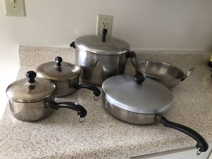 Kitchenware items - Sauce pans, frying pans, Wine glasses, Infuser, Ice box for Sale in Manassas, VA