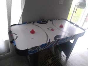Air hockey table for Sale in BVL, FL