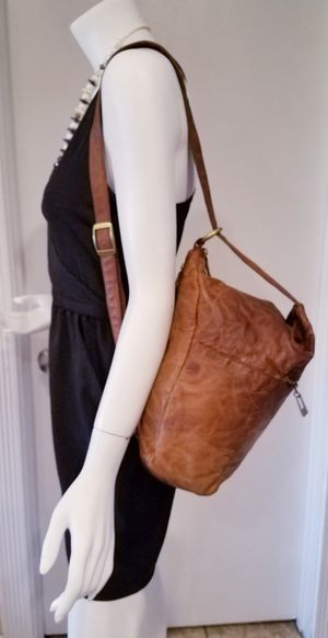 VINTAGE TOOLED LEATHER FLORAL CHINESE COMVERTIBLE BAG PURSE HOBO BROWN for Sale in Las Vegas, NV