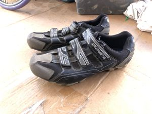 Shimano mountain bike shoes size 45 (10.5 us) for Sale in Santa Susana, CA