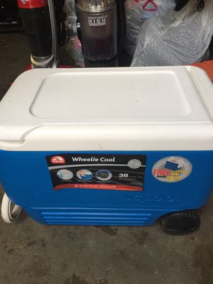 Cooler $15 for Sale in San Bernardino, CA